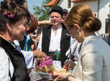"""Festivalul """"Bujorul de Munte"""", în week-end la Gura Râului"""